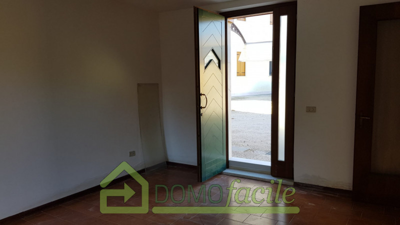 Casa a schiera in vendita a Thiene - https://images.gestionaleimmobiliare.it/foto/annunci/210127/2386391/800x800/001__whatsapp_image_2021-01-27_at_15_58_46__3.jpg