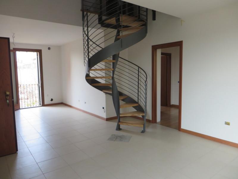 Appartamento in vendita a Lozzo Atestino, 5 locali, zona Località: Lozzo Atestino - Centro, prezzo € 148.000 | CambioCasa.it