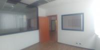 -uffici luminosi ubicati in palazzina di 2 piani dotata di parcheggio auto esterno (disponibilità di