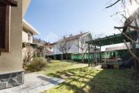 Villa indipendente in vendita a Borgosesia, con giardino