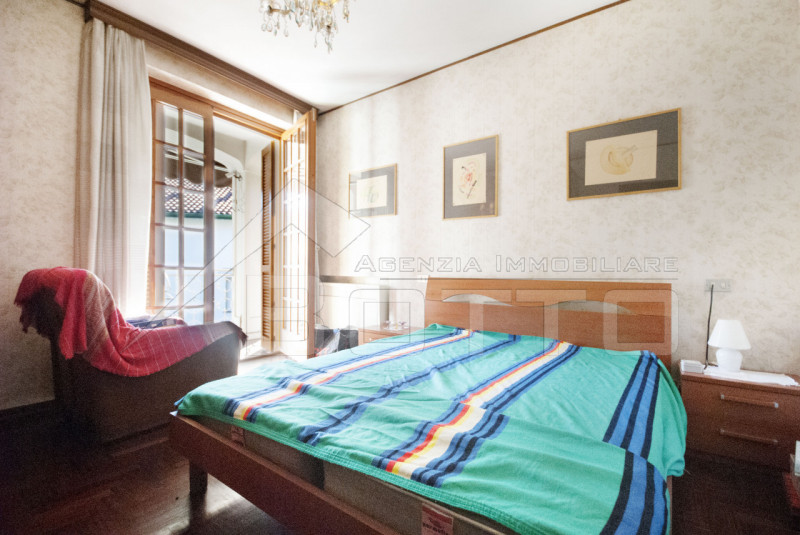 Detached villa for sale in Borgosesia, with garden