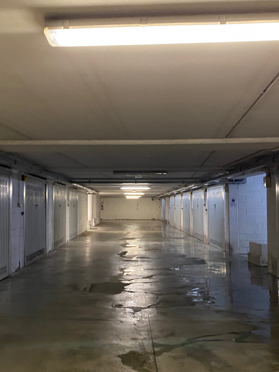 D324 Garage centralissimo in vendita ad Abano Terme https://images.gestionaleimmobiliare.it/foto/annunci/210222/2396194/1280x1280/999__img_5220.jpg