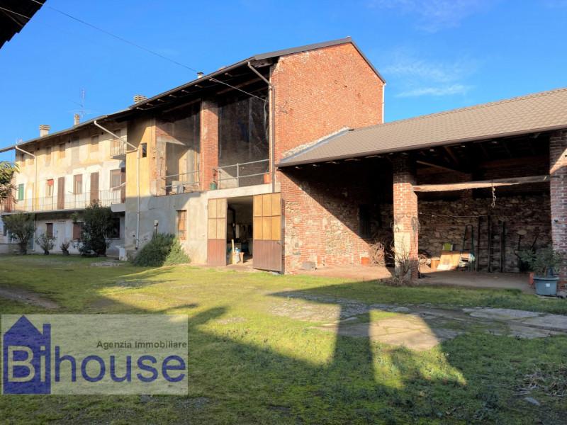Villa a Schiera in vendita a Ghislarengo, 8 locali, prezzo € 99.000   CambioCasa.it