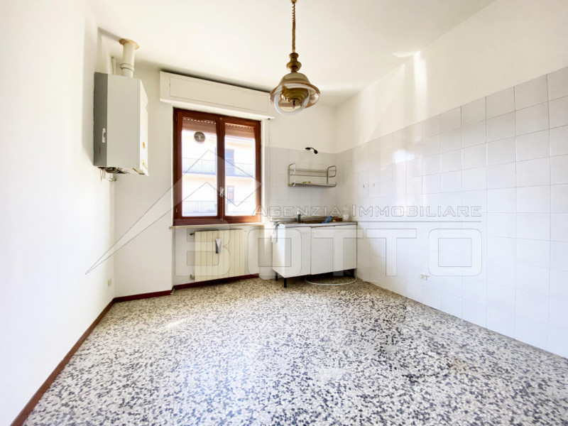 Flat for sale in Borgosesia, with garage