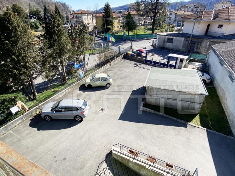 Wohnung zu verkaufen in Borgosesia, mit Garage