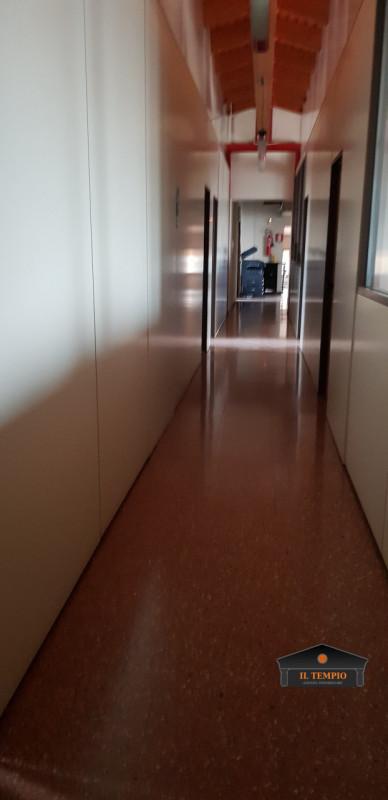 Ufficio / Studio in vendita a Montecchio Precalcino, 15 locali, zona Zona: Levà, prezzo € 650.000   CambioCasa.it