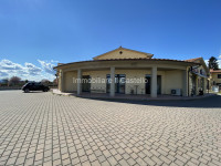 LC29- Locale commerciale con portico a Castiglione del Lago