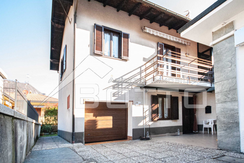 Flat for sale in the centre of Pella, Lake Orta