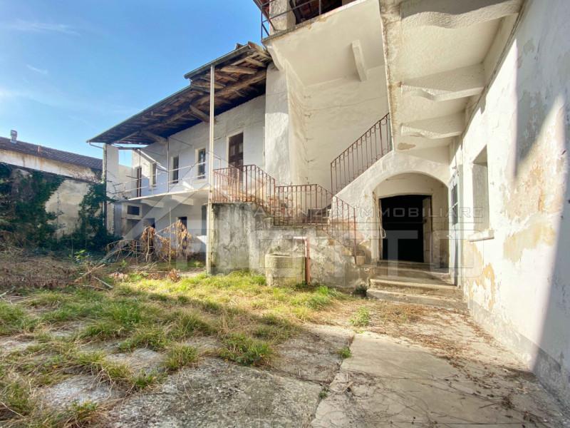 Rustico / Casale in vendita a Soriso, 15 locali, zona Località: Soriso - Centro, prezzo € 99.000 | CambioCasa.it