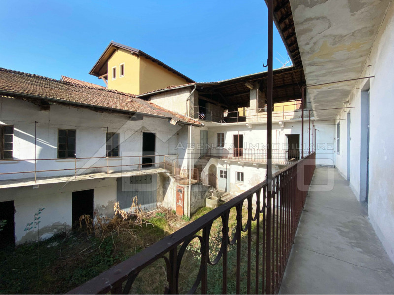 Semidetached house for sale in Soriso, with garden