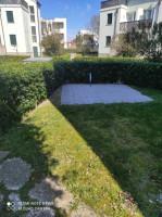 Mezza Bifamiliare con giardino privato e piscina.
