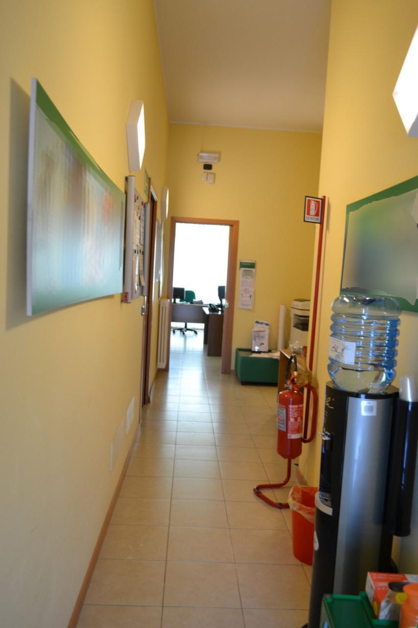 A402 - Negozio /Ufficio Abano Centro https://images.gestionaleimmobiliare.it/foto/annunci/210421/2555812/1280x1280/000__000__dsc_0012__grande.jpg