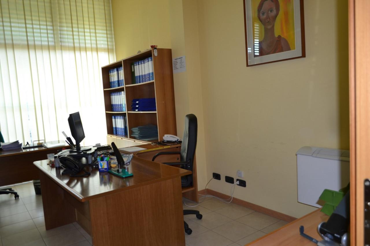 Rif. A402 - Negozio /Ufficio Abano Centro https://images.gestionaleimmobiliare.it/foto/annunci/210421/2555812/1280x1280/002__dsc_0005__grande.jpg