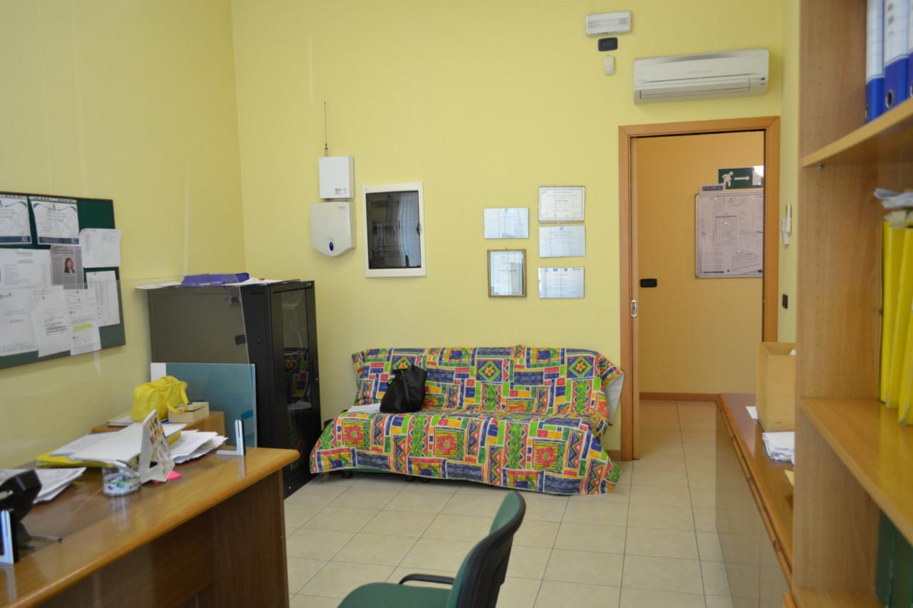 Rif. A402 - Negozio /Ufficio Abano Centro https://images.gestionaleimmobiliare.it/foto/annunci/210421/2555812/1280x1280/004__dsc_0013__grande.jpg