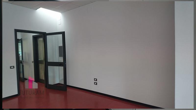 UFFICIO OPEN SPACE - https://images.gestionaleimmobiliare.it/foto/annunci/210423/2556599/800x800/012__0__8.jpg