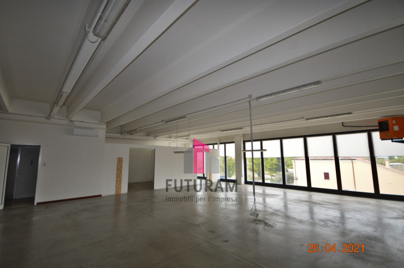 CAMISANO VICENTINO AFFITASI CAPANNONE 240 MQ - https://images.gestionaleimmobiliare.it/foto/annunci/210427/2557918/800x800/000__0_1.jpg