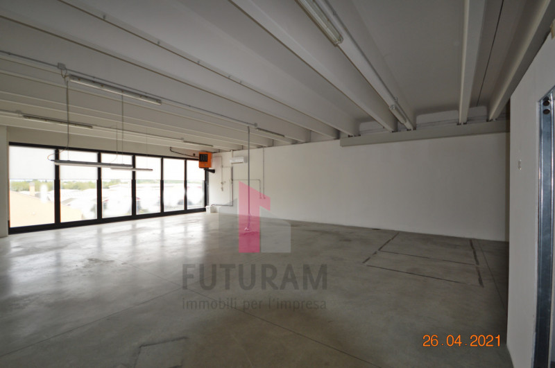 CAMISANO VICENTINO AFFITASI CAPANNONE 240 MQ - https://images.gestionaleimmobiliare.it/foto/annunci/210427/2557918/800x800/001__0__5.jpg