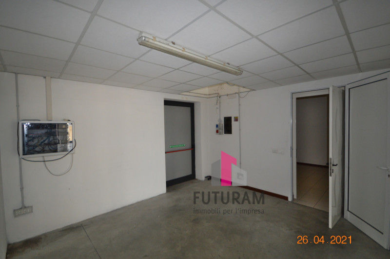 CAMISANO VICENTINO AFFITASI CAPANNONE 240 MQ - https://images.gestionaleimmobiliare.it/foto/annunci/210427/2557918/800x800/004__0__15.jpg