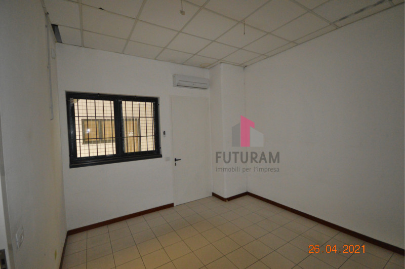 CAMISANO VICENTINO AFFITASI CAPANNONE 240 MQ - https://images.gestionaleimmobiliare.it/foto/annunci/210427/2557918/800x800/005__0__16.jpg