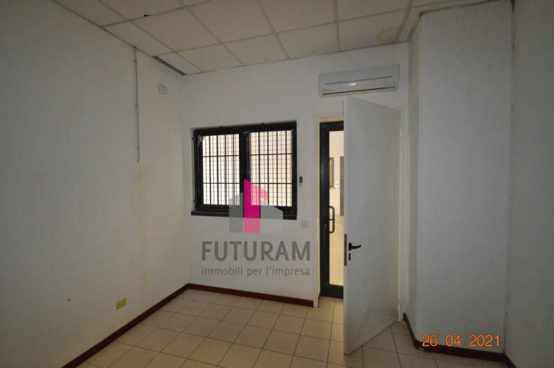 CAMISANO VICENTINO AFFITASI CAPANNONE 240 MQ - https://images.gestionaleimmobiliare.it/foto/annunci/210427/2557918/800x800/010__0__19.jpg
