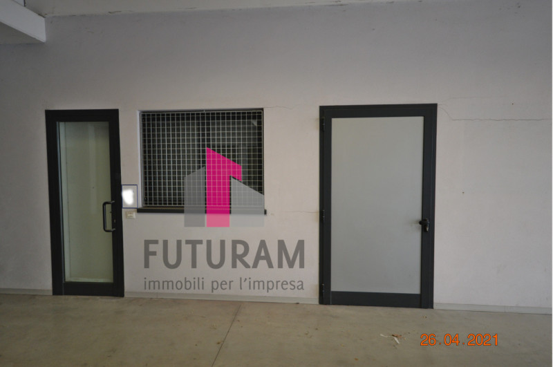 CAMISANO VICENTINO AFFITASI CAPANNONE 240 MQ - https://images.gestionaleimmobiliare.it/foto/annunci/210427/2557918/800x800/011__0__2.jpg