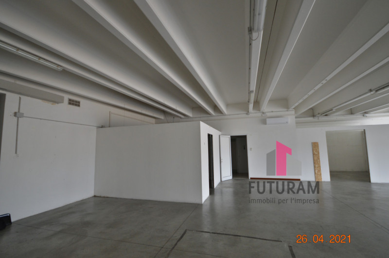 CAMISANO VICENTINO AFFITASI CAPANNONE 240 MQ - https://images.gestionaleimmobiliare.it/foto/annunci/210427/2557918/800x800/015__0__24.jpg