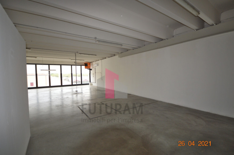 CAMISANO VICENTINO AFFITASI CAPANNONE 240 MQ - https://images.gestionaleimmobiliare.it/foto/annunci/210427/2557918/800x800/019__0__4.jpg