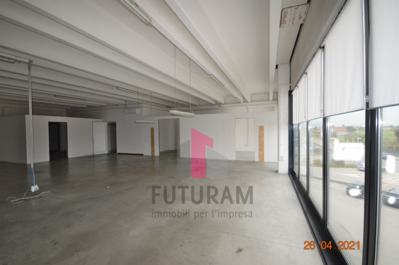 CAMISANO VICENTINO AFFITASI CAPANNONE 240 MQ - https://images.gestionaleimmobiliare.it/foto/annunci/210427/2557918/800x800/020__0__6.jpg