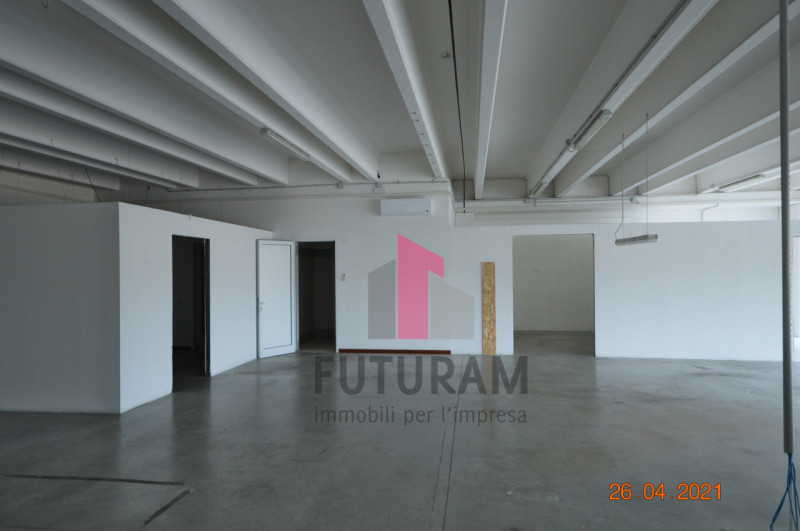CAMISANO VICENTINO AFFITASI CAPANNONE 240 MQ - https://images.gestionaleimmobiliare.it/foto/annunci/210427/2557918/800x800/021__0__7.jpg