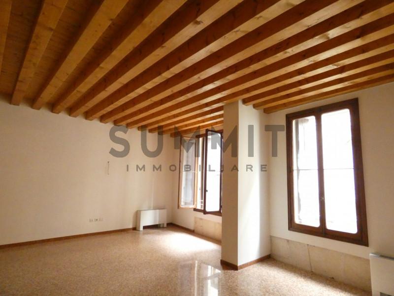 Ufficio / Studio in vendita a Schio, 1 locali, zona Località: Schio - Centro, prezzo € 110.000 | CambioCasa.it