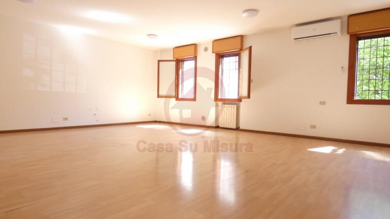 UFFICIO IN LOCAZIONE A MEJANIGA CADONEGHE - https://images.gestionaleimmobiliare.it/foto/annunci/210521/2615269/800x800/011__p1080140_wmk_0.jpg