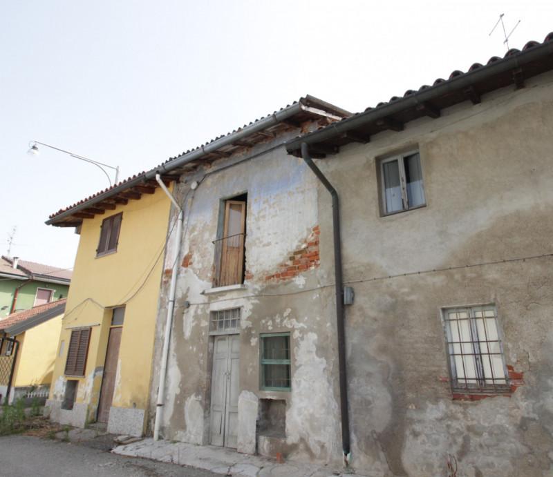 Villa in vendita a Trovo, 5 locali, prezzo € 45.000 | CambioCasa.it