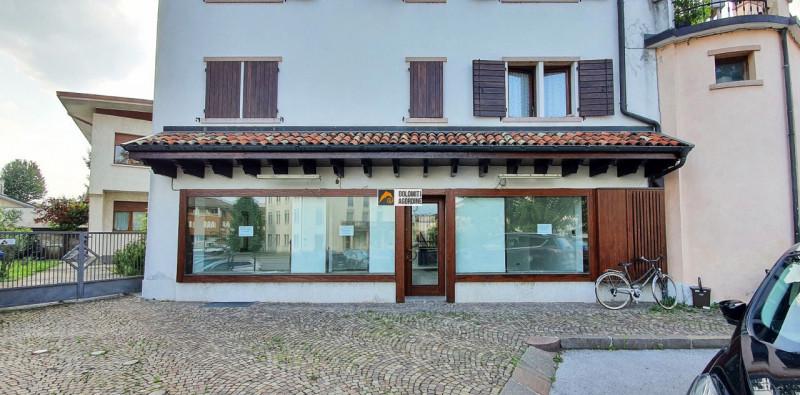 Negozio / Locale in affitto a Sedico, 9999 locali, zona Località: Sedico - Centro, prezzo € 500   CambioCasa.it