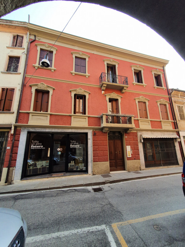 Appartamento in affitto a Badia Polesine, 3 locali, zona Località: Badia Polesine - Centro, prezzo € 500 | CambioCasa.it