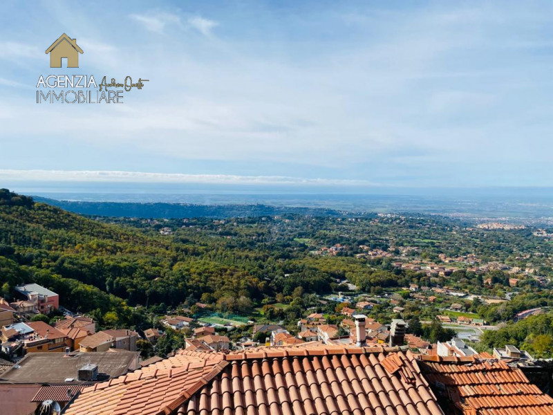 Appartamento in vendita a Rocca di Papa, 3 locali, prezzo € 48.000   CambioCasa.it