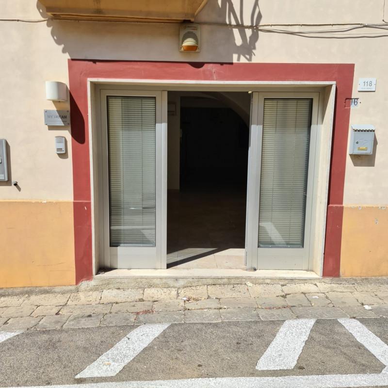 Ufficio / Studio in vendita a Alezio, 3 locali, zona Località: Alezio - Centro, prezzo € 68.000 | CambioCasa.it