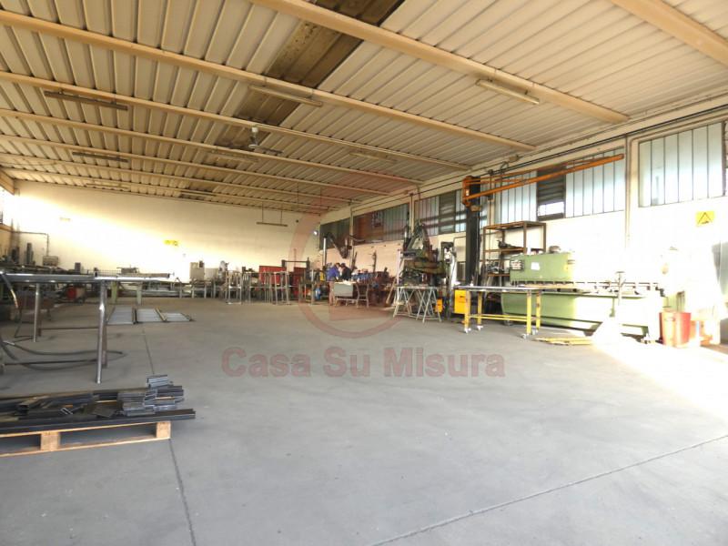 CAPANNONE ARTIGIANALE CON SCOPERTO DI MQ 1000 - https://images.gestionaleimmobiliare.it/foto/annunci/210920/2728520/800x800/001__p1020565-min_wmk_0.jpg