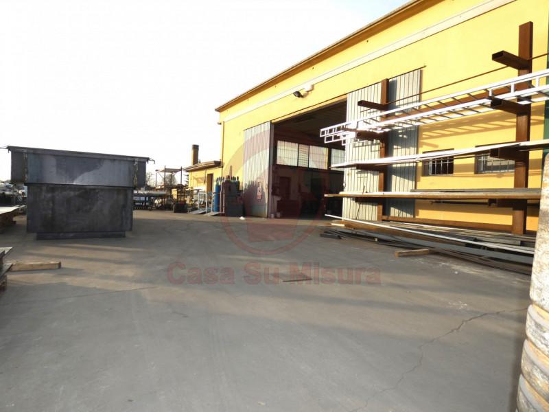 CAPANNONE ARTIGIANALE CON SCOPERTO DI MQ 1000 - https://images.gestionaleimmobiliare.it/foto/annunci/210920/2728520/800x800/013__p1020569-min_wmk_0.jpg