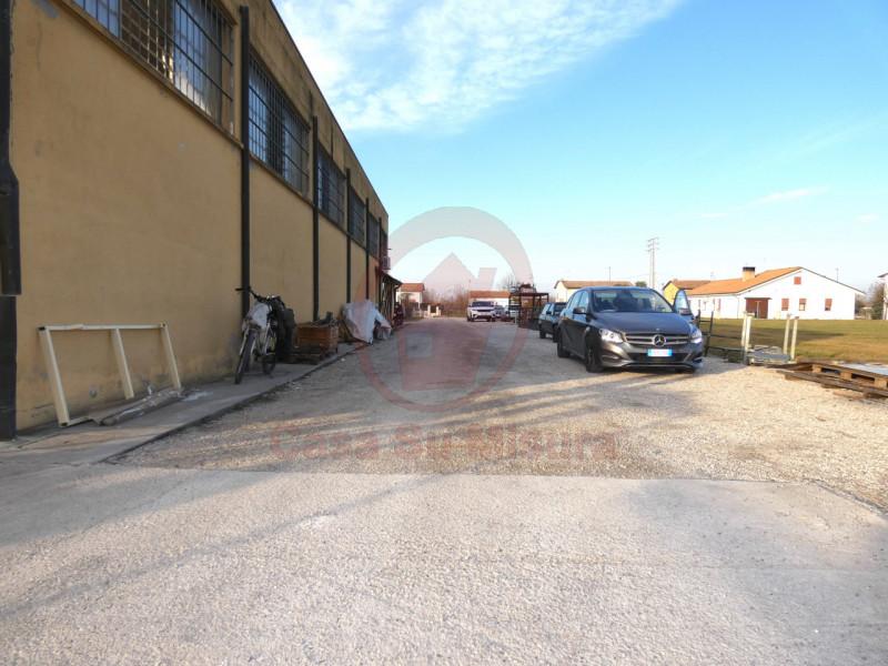 CAPANNONE ARTIGIANALE CON SCOPERTO DI MQ 1000 - https://images.gestionaleimmobiliare.it/foto/annunci/210920/2728520/800x800/015__p1020570-min_wmk_0.jpg