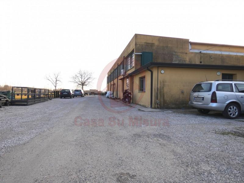CAPANNONE ARTIGIANALE CON SCOPERTO DI MQ 1000 - https://images.gestionaleimmobiliare.it/foto/annunci/210920/2728520/800x800/017__p1020571-min_wmk_0.jpg